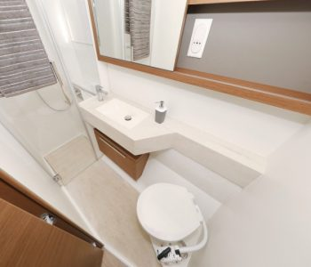 lagoon_50-toilet-yachting
